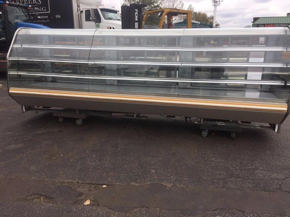 Baker Blf Refrigerated Curved Glass Pastry Display